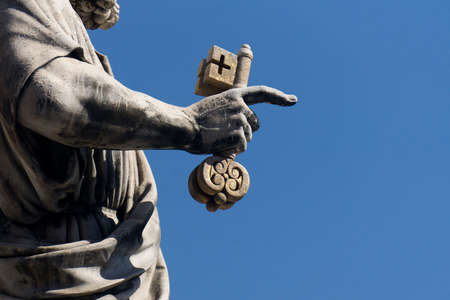 Statue of St Peter outside St Peter's basilica in Vatican City Archivio Fotografico