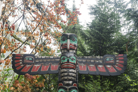 VANCOUVER, CANADA - SEPTEMBER 11th 2018: First Nations totem poles in Capiliano park, Vancouver, Canada Editoriali