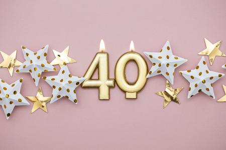 파스텔 핑크 배경에 40번 금초와 별