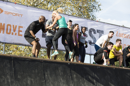 LONDON, UK - September 13th 2018: Participants take part in a Tough Mudder 5K obstacle race in London. Banque d'images - 113413831