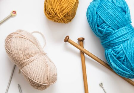 Knitting background. Balls of wool and knitting needles on a plain background Banco de Imagens