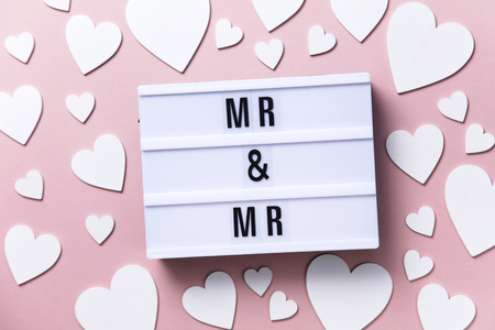 Mr and Mr lightbox message with white hearts on a pink background Imagens