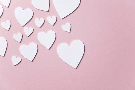 White hearts on a pastel pink background. Valentines day, Mothers day background Imagens