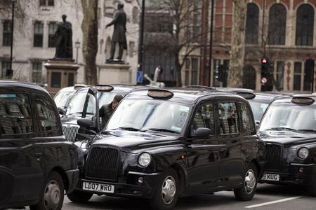 Taxis block roads in Westminster in protest Foto de archivo - 118838484