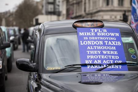 Taxis block roads in Westminster in protest Foto de archivo - 118838507