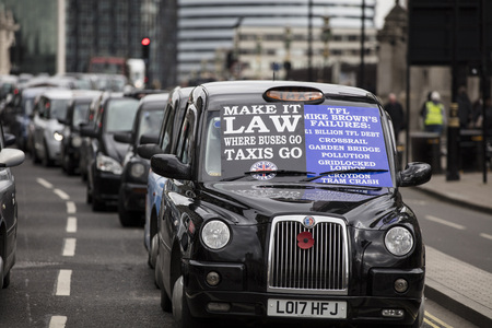 Taxis block roads in Westminster in protest Foto de archivo - 118838528