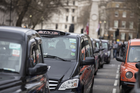 Taxis block roads in Westminster in protest Foto de archivo - 118838544