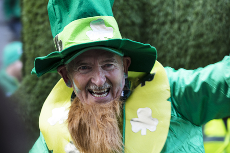 LONDON, UK - March 17th 2019: People celebrate St Patricks day in London Éditoriale