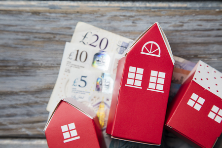 Housing cost. Paper toy house with British currency notes Stock fotó - 123235340