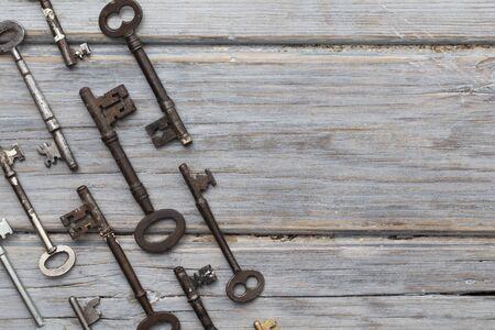 Vintage old fashioned keys on a rustic wooden background. Security concept Foto de archivo - 131817024
