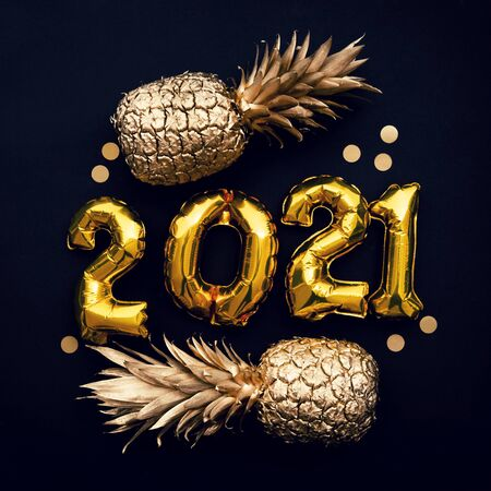 Happy new year 2021 gold foil balloon and pineapple celebration background. 스톡 콘텐츠 - 150554438
