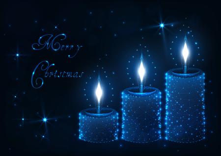 Plantilla de tarjeta de felicitación de feliz Navidad con tres velas aromáticas decorativas con llamas ligeras, estrellas brillantes y texto sobre fondo azul oscuro. Ilustración de vector de diseño moderno de estructura metálica de baja poli. Ilustración de vector