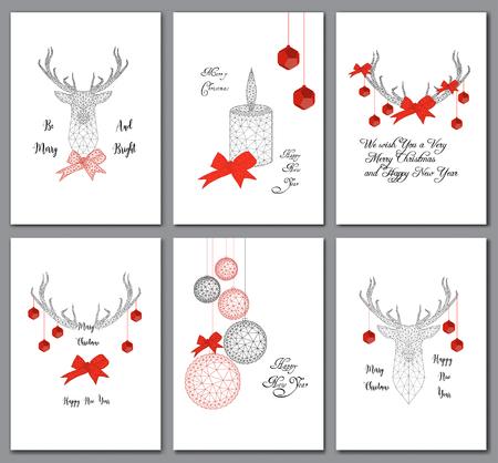 Set Weihnachtskarten mit niedrigen polygonalen Dekorationen, Hirschkopf, Kugeln, Schleife, Kerze und Text
