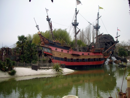 disneyland: Pirates of the Carribean Ship