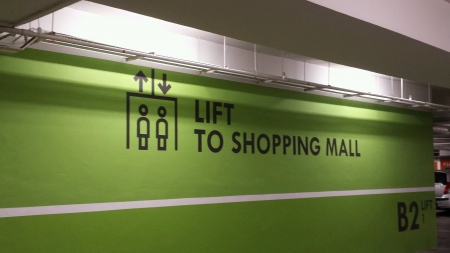 Signage to shopping mall