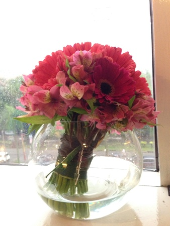 Beautiful daisies arranged in a clear vase at office window