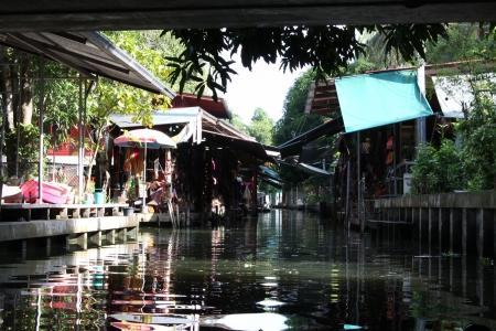 The Damnoen Saduak floating market at Thailand