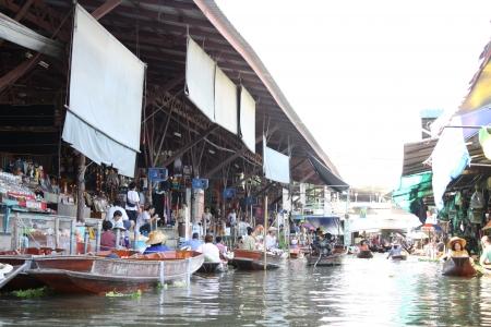 saduak: The Damnoen Saduak floating market at Thailand