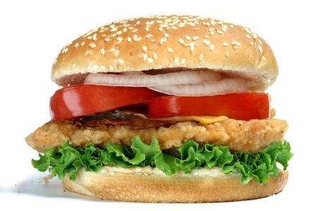 hamburguesa de pollo: Hamburguesas de pollo isloated en el fondo blanco