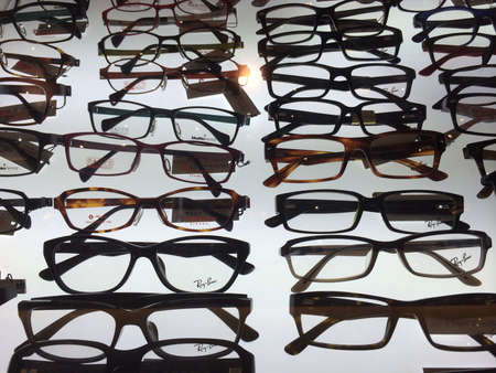 tons: Tons of spectacles