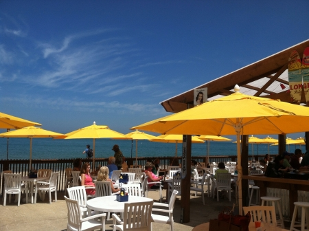 tiki bar: Oak Street Beach outside bar looking over Lake Michigan in Chicago