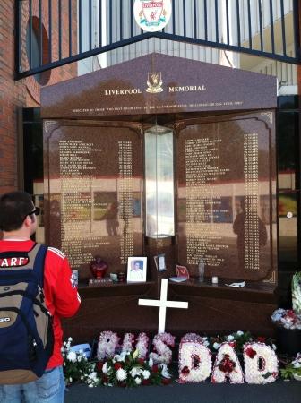 arsenal: Liverpool memorial at arsenal futbol stadium