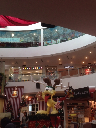 Giant odie the dog for Christmas 2013 empire shopping mall