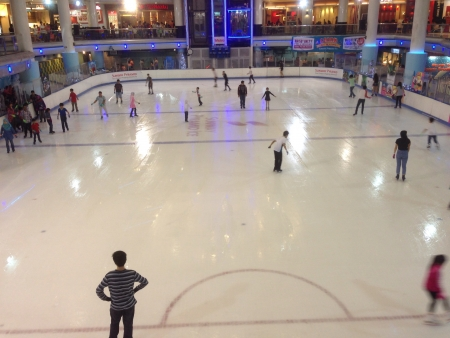 Patinage sur glace gens � pyramide sunway