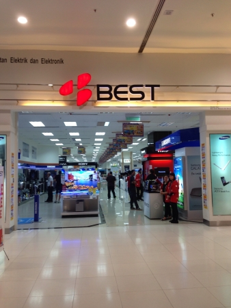 Electronic store in Subang parade