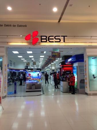 Electronic store in Subang parade