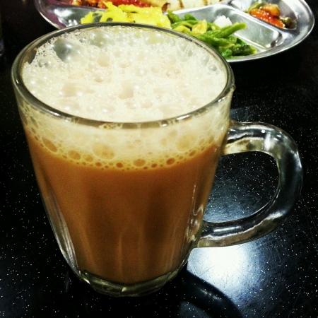 tarik: Hot teh tarik  milk tea Malaysian style