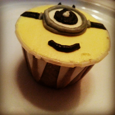 eye: Single eye cute minion cupcake