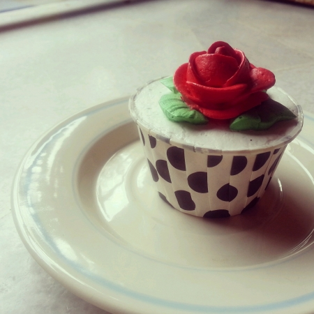 mini oven: Red rose cupcake