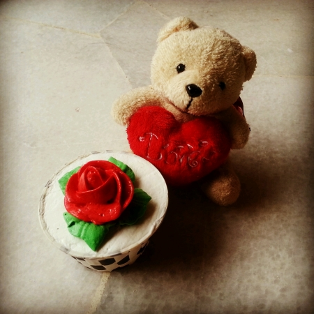mini oven: Pretty Red rose cupcake with cute teddy bear