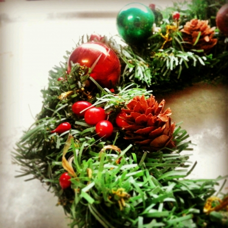 shiny: Christmas wreath ornaments