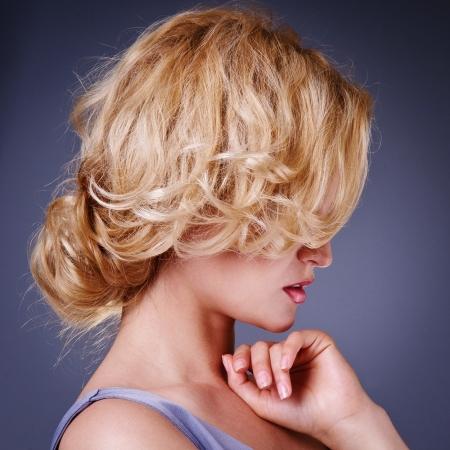 ファッションの美しさの肖像画健康な髪髪型