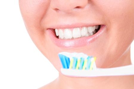 女性の笑顔。歯を白くします。歯科治療。クローズ アップ、白い背景の上の分離 写真素材