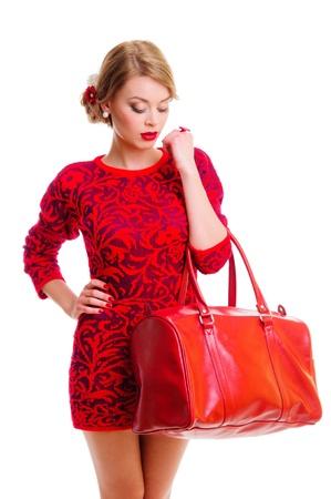 バッグ - 白い背景で隔離のファッションスタイルと新鮮な美しい女性のポートレート 写真素材