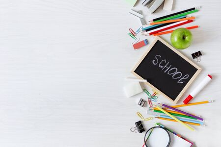 School supplies on white wooden table top view. Stationery. Back to school concept. Banque d'images