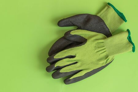 Rubber gloves for garden working on pastel color background top view. Copy space. Mockup for design. Stockfoto