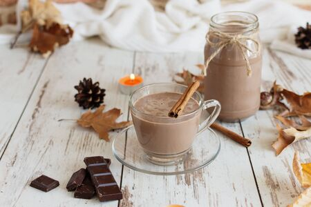 Hot chocolate cacao drink with marshmallows and cinnamon on wooden background. Autumn time. Reklamní fotografie