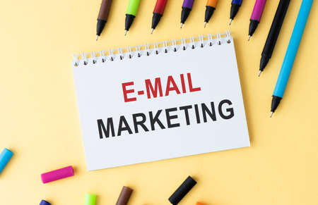 Notebook with the inscription E-mail Marketing concept Banque d'images