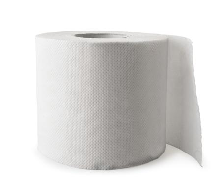 Primer plano de rollo de papel higiénico sobre un fondo blanco. Aislado.