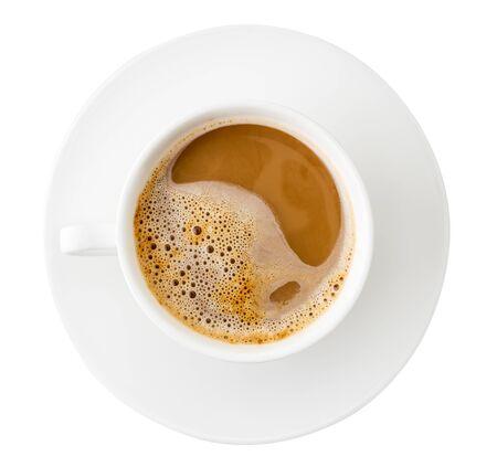 Vista dall'alto della tazza di caffè su sfondo bianco. Isolato
