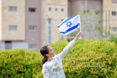 Happy Girl with Israel flag. Image to illustrate election win, patriotic holiday Independence day Israel - Yom Haatzmaut and Israeli Memorial Day. Banque d'images