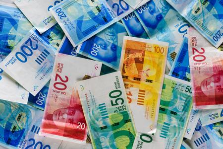 Pile de NIS - Nouveaux billets en shekels israéliens avec les nouveaux 200, 100, 20, 50 shekels. Fond d'écran de factures de shekels -Vue de dessus. Politique et argent du fond d'Israël. Banque d'images
