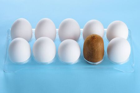 Kiwi in a plastic box with white eggs.Creative idea for a beauty salon advertisement, Laser epilation, Hair removal and cosmetology at cosmetic beauty spa clinic. Banque d'images