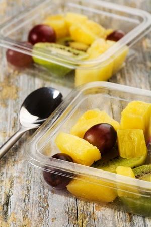 Salade de fruits dans un conteneur pr�t � �tre mang�