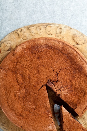 G�teau au chocolat sans gluten orange fait avec les amandes moulues au lieu de farine