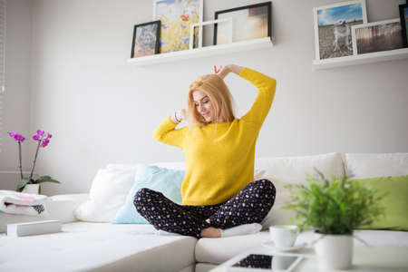plainness: Young woman feeling comfortable